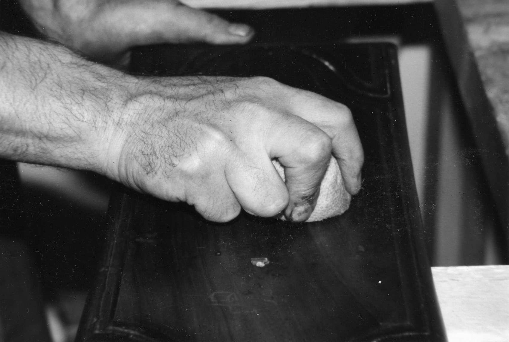 Conseils Dentretien De Vos Meubles Atelier Patrice Bricout - Nettoyer un meuble vernis au tampon