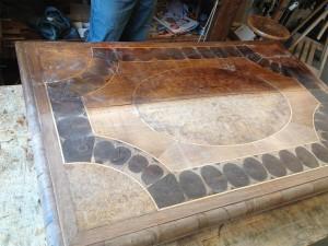 table-Louis-XIII-en-cours-de-restauration-1-1-300x225 table-Louis-XIII-en-cours-de-restauration-1