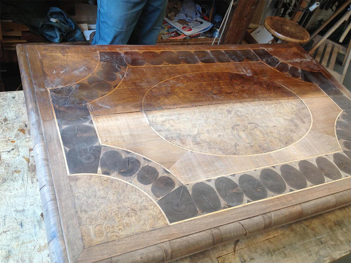 table-Louis-XIII-en-cours-de-restauration-1