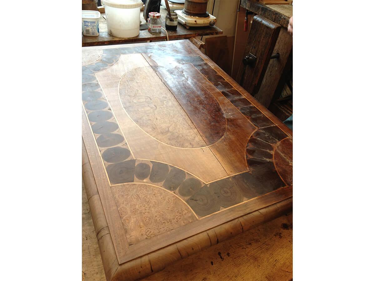table-Louis-XIII-en-cours-de-restauration