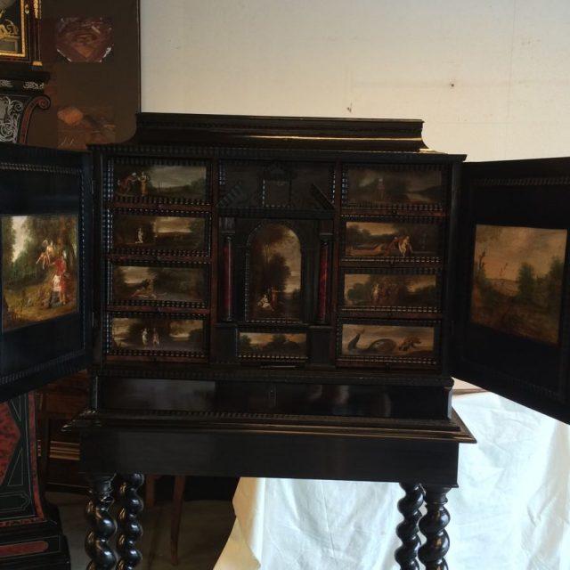 cabinet-17ème-en-placage-débène-après-restauration-1-640x640 Atelier Patrice Bricout