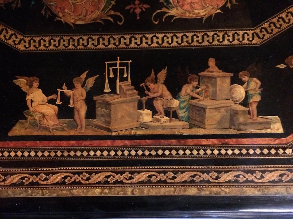 Guéridon-de-la-maison-GARGIULO-en-placage-de-loupe-et-bois-noirci-à-exceptionnel-décor-marqueté-de-bois-teinté-et-peint28 Guéridon maison GARGIULO placage de loupe et bois noirci
