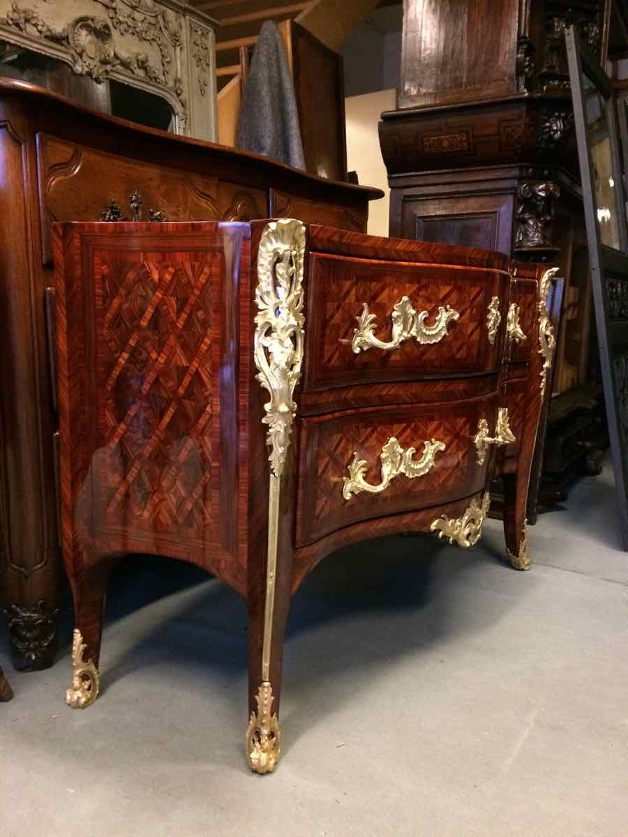 Commode-Louis-XV-trapézoïdale-estampillée-de-Brice-Peridiez-03 Commode Louis XV estampille B. PERIDIEZ