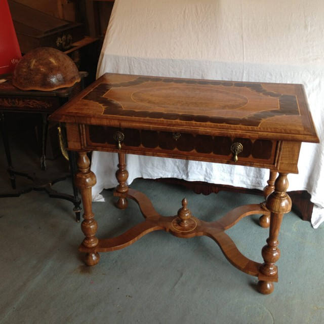 Table Louis XIII en noyer