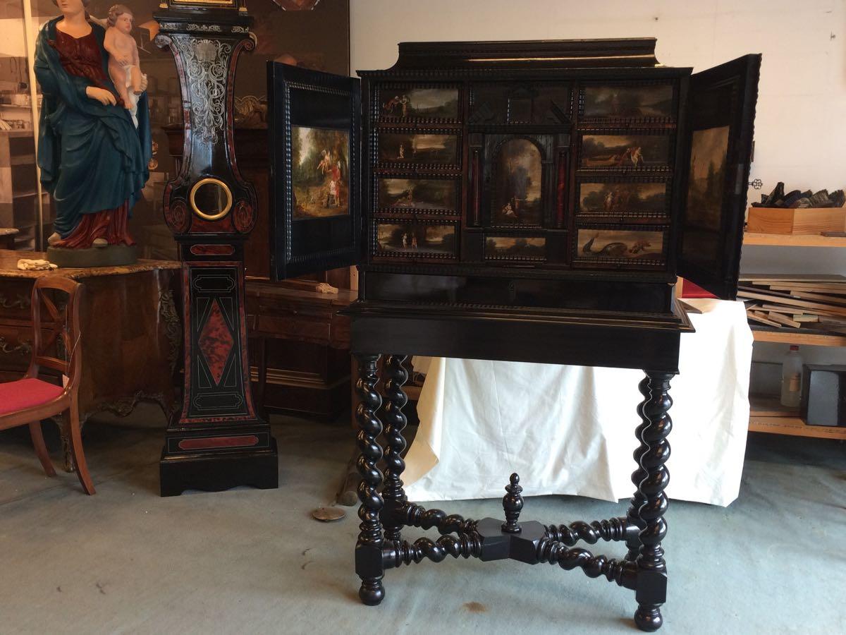 cabinet-17ème-en-placage-débène-après-restauration cabinet XVIIe en ébène