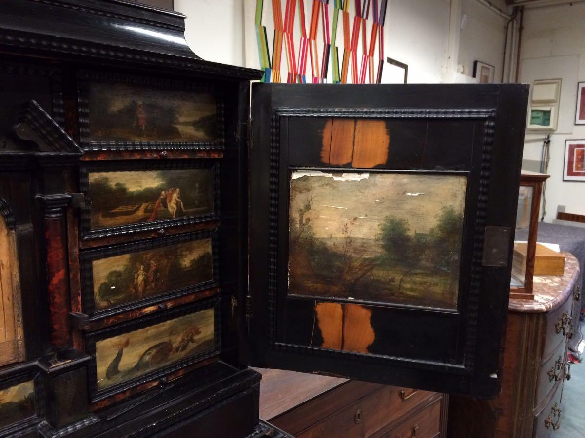 cabinet-17ème-en-placage-débène-avant-restauration-3 cabinet XVIIe en ébène