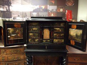 cabinet-17ème-en-placage-débène-avant-restauration-5-300x225 cabinet 17ème en placage d'ébène  - 33