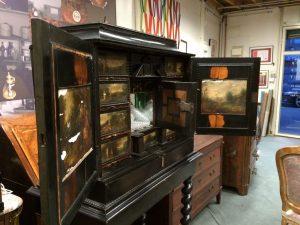 cabinet-17ème-en-placage-débène-avant-restauration-6-300x225 cabinet 17ème en placage d'ébène  - 34