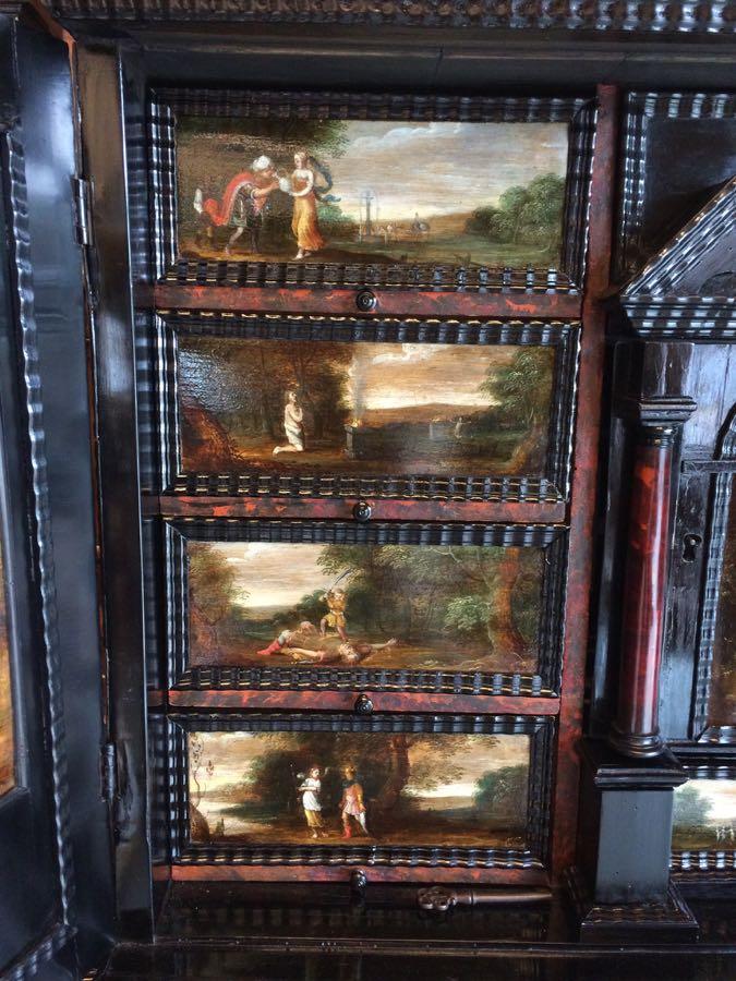 cabinet-17ème-en-placage-débène-détail-des-peintures-de-la-bible cabinet XVIIe en ébène