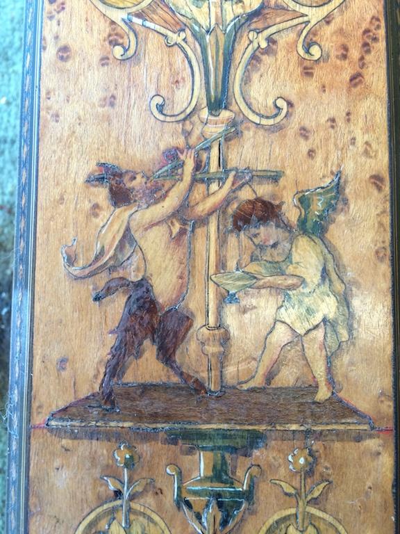Guéridon-de-la-maison-GARGIULO-en-placage-de-loupe-et-bois-noirci-à-exceptionnel-décor-marqueté-de-bois-teinté-et-peint16 Guéridon en placage de loupe et bois noirci