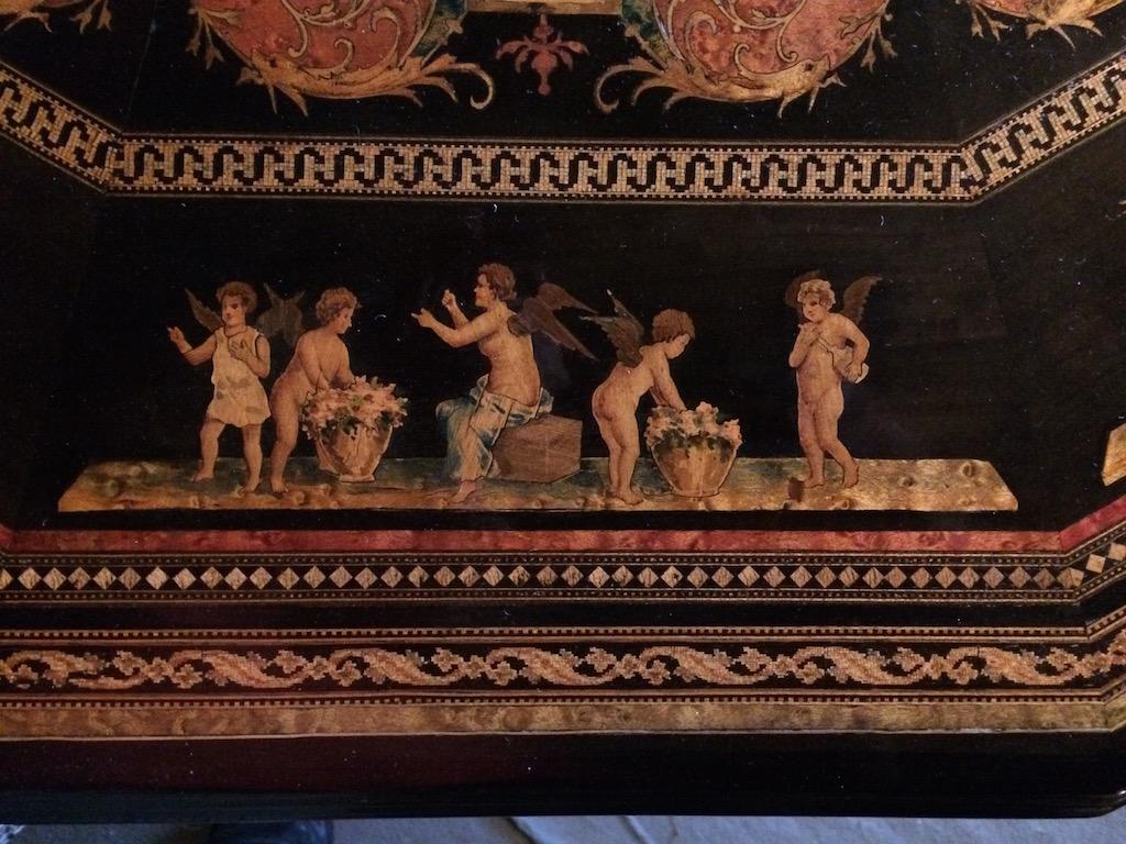 Guéridon-de-la-maison-GARGIULO-en-placage-de-loupe-et-bois-noirci-à-exceptionnel-décor-marqueté-de-bois-teinté-et-peint25 Guéridon en placage de loupe et bois noirci