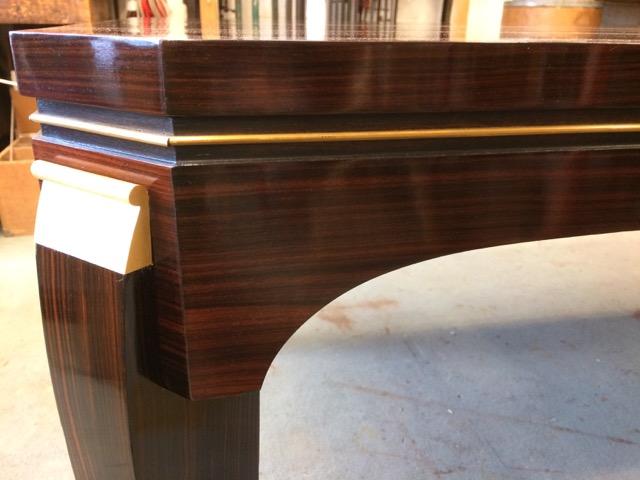 Table Art Déco en palissandre de Rio à deux rallonges rapportées Inspiration de Louis Süe et André Mare restaurée par l'atelier Patrice Bricout