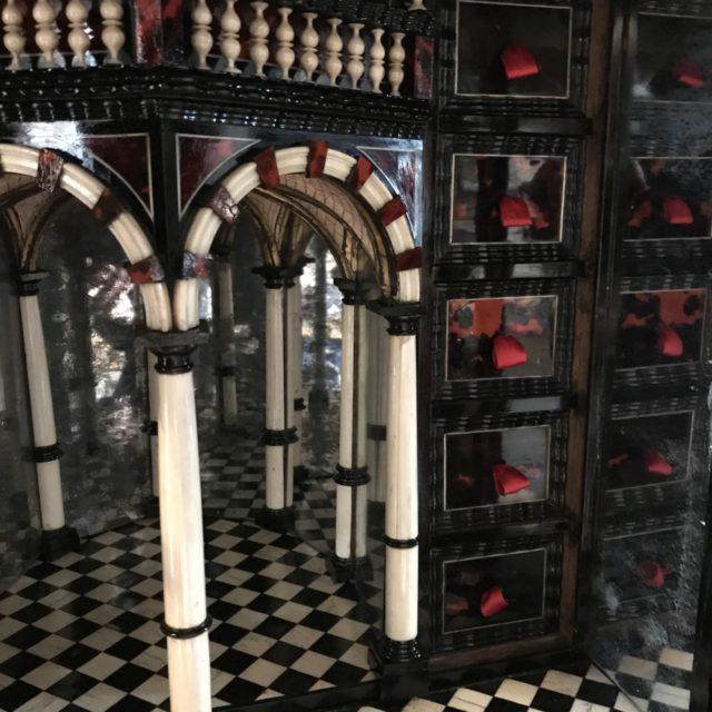 Cabinet XVIIe en marqueterie ivoire et écaille de tortue