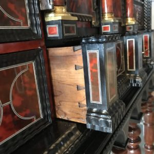 cabinet 17e ébène, ivoire et écaille de tortue restauré par l'atelier Patrice Bricout EPV Marcq en Baroeul