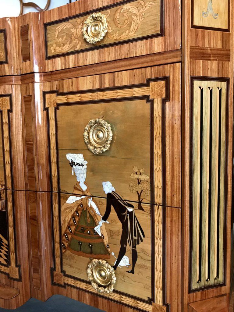 Commode Transition Louis XV Louis XVI Rare copie de l'ébéniste Jean Georges SCHLICHTIG En marqueterie d'ivoire, sycomore, buis, ébène, nacre, amarante, palissandre, bois de rose. restauration atelier Patrice Bricout label EPV Marcq en Baroeul