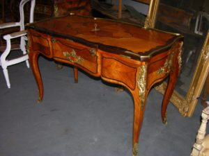 Grande table à écrire dessus brisé Louis XV atelier patrice bricout label EPV Marcq en Baroeul