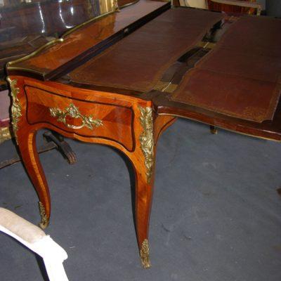 Grande table à écrire dessus brisé Louis XV
