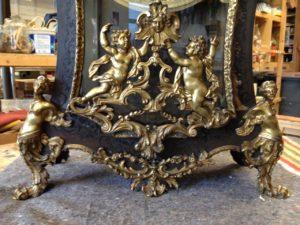 Cartel Louis XV en marqueterie « Boulle » écaille de tortue et laiton restauration atelier Patrice Bricout Label EPV