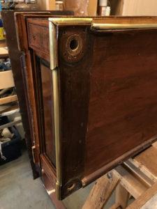 Console desserte Louis XVI en acajou et placage d'acajou baguettée de cuivre et de filets débène Estampille C.E.RICHTER | Atelier Patrice Bricout