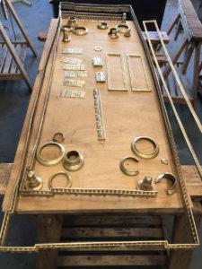 Console desserte Louis XVI en acajou et placage d'acajou baguettée de cuivre et de filets débène Estampille C.E.RICHTER 7 | Atelier Patrice Bricout
