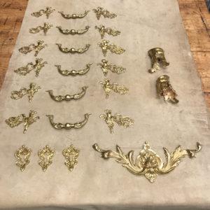 opération-de-patine-sur-bronzes-commode-Louis-XIV-Mazarine-Époque-début-du-XVIIIème-siècle